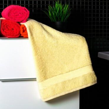 Ajoss Bavlnený uterák bledo-žltej farby 100x50cm