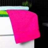 Bavlnená osuška cyklamenovej farby